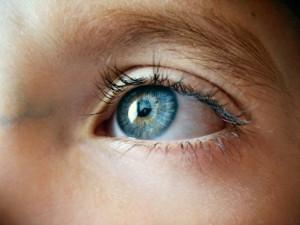 La ortoqueratología puede ser útil a aquellas personas que no pueden llevar gafas ni someterse a la cirugía láser