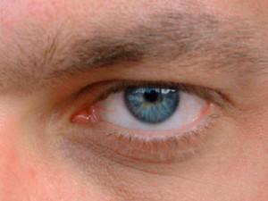 La cirugía LASIK modifica la superficie de la córnea para corregir el defecto visual