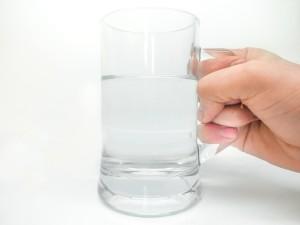 Es conveniente tomar abundante líquido para facilitar la cicatrización de la abdominoplastia.